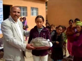 distribution des colis aux enfants