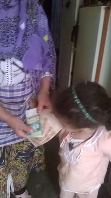 Mme Touda Bouyekhef et sa sa fille Malak